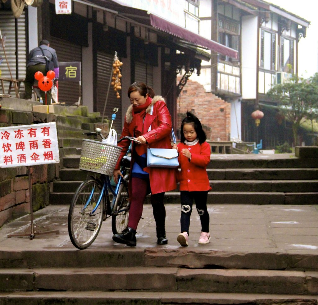 Morning journey to school with mom across Leshan Bridge in Pingle Ancient Town, Sichuan Province, China